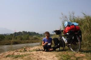 dejeuner au bord de la riviere