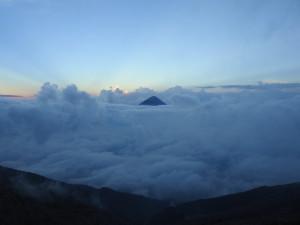 couché de soleil sur le volcan Agua