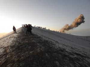 sur le cratère de l'Acatenango, vue sur le Fuego