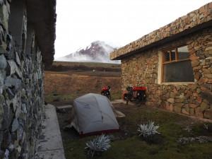 caampement au petit matin avec vue sur le Chimborazo