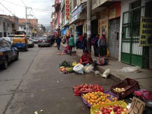 Achat des feuilles de coca dans les boutiques, à droite