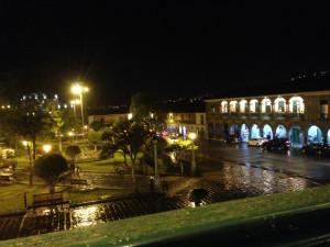 Ayacucho, place des armes de nuit, depuis le balcon du restaurant