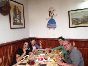 Dans une picanteria, patrimoine culturel Arequipeña,  avec Giana Carlo et Raïsa